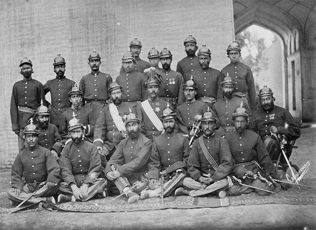 Военнослужащие исфаханского батальона Фаудж-и Джалали в австрийской форме 1.jpg