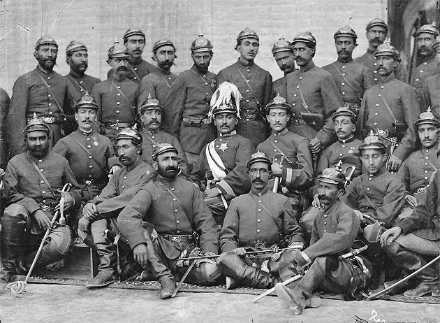 Военнослужащие исфаханского батальона Фаудж-и Джалали в австрийской форме 2.jpg