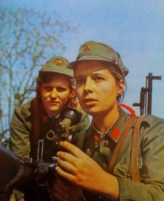 albania-1970-girl-soldiers.thumb.jpg.330