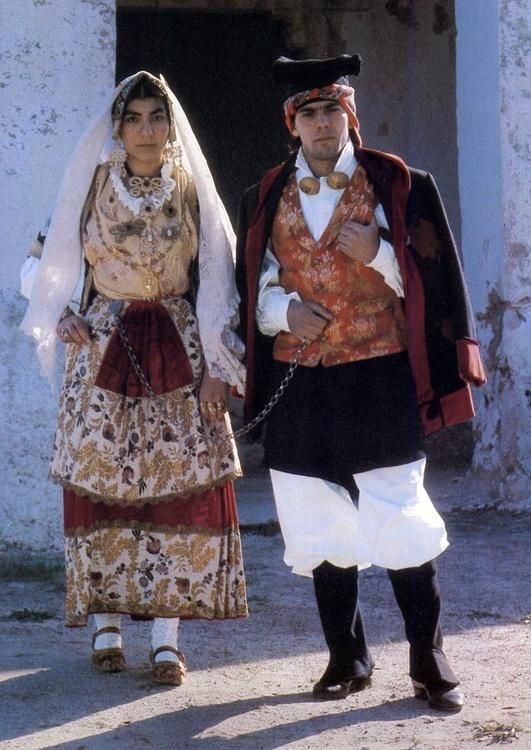 9343684b883c419be2c10336e7bcb3b1--sardinia-italy-folk-costume.jpg
