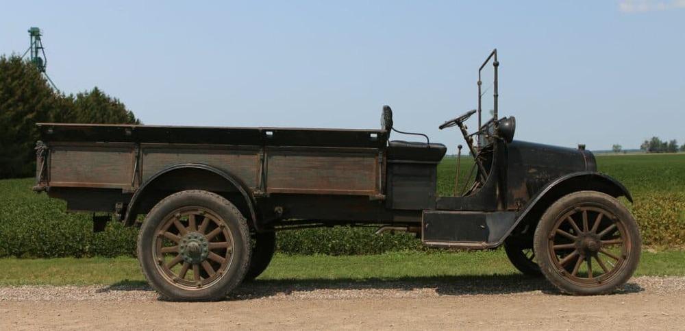 Chevrolet_Model_T_1-ton_truck_1918_01.th